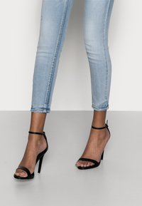 Vero Moda Petite - VMSOPHIA - Skinny džíny - light blue denim - 3