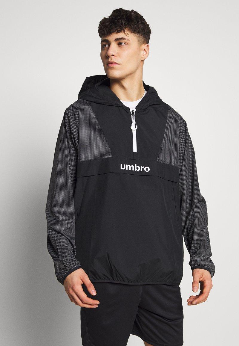 Umbro - DIAMOND REVEAL CAGOULE - Training jacket - black/brilliant white