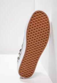 Vans - UA OLD SKOOL - Sneakersy niskie - white/black - 4