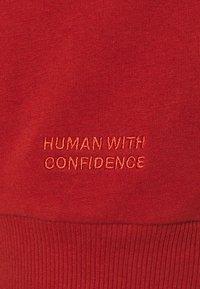 2nd Day - THINK TWICE - Sweatshirt - red ochre - 2