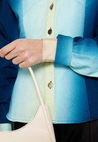 HOSBJERG - ALEXA  - Džínová bunda - blue fade - 7