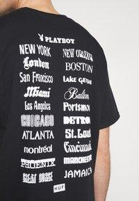 HUF - PLAYBOY CLUB TOUR TEE - Camiseta estampada - black - 4