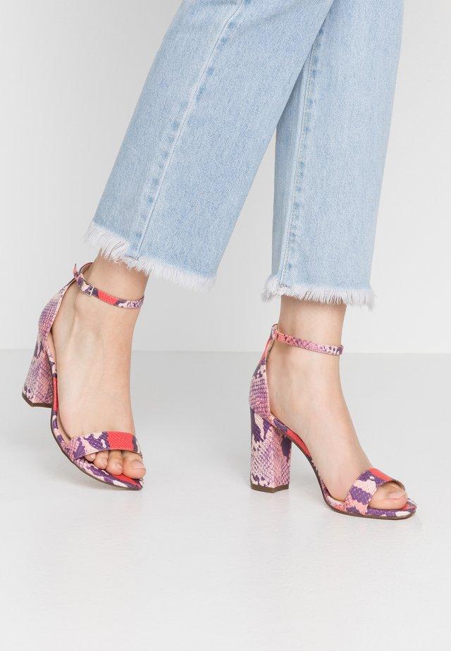 BEELLA - Sandalen met hoge hak - red/multicolor