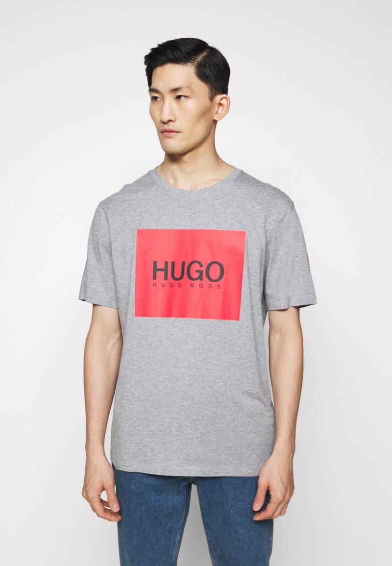 HUGO - DOLIVE - T-shirt imprimé - silver