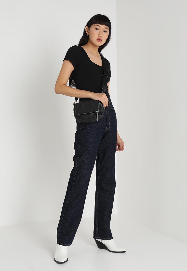 Glamorous - 2 PACK SQUARE NECK BODY  - Basic T-shirt - black/green