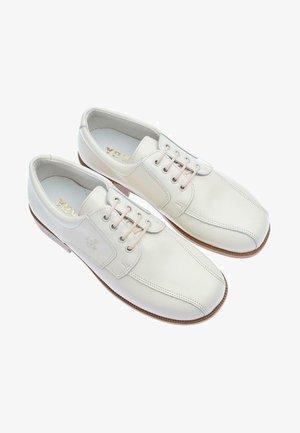 Zapatos con cordones - blanco