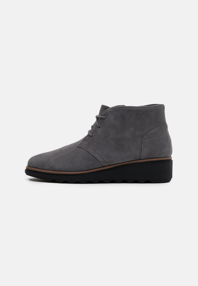 SHARON HOP - Ankle boots - grey