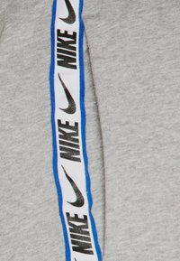 Nike Sportswear - REPEAT - Pantaloni sportivi - dark grey heather - 8