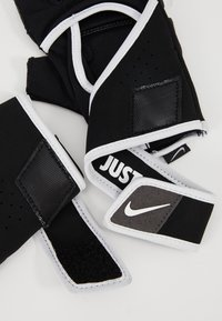 Nike Performance - GYM PREMIUM FITNESS GLOVES - Fingerless gloves - black/white - 5