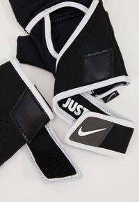 Nike Performance - GYM PREMIUM FITNESS GLOVES - Fingerhansker - black/white - 5