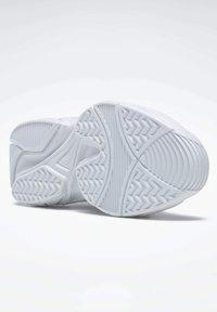 Reebok - AXT TRAINER CORE TRAINING - Zapatillas para caminar - white - 4