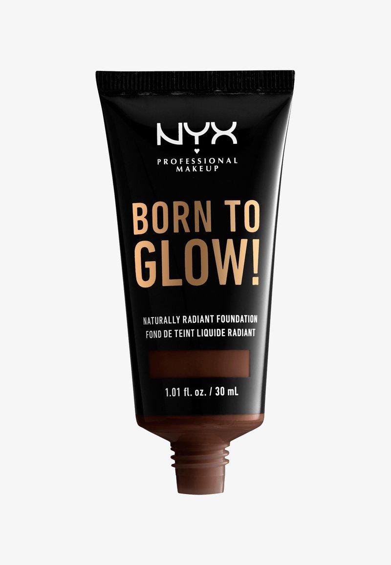 Nyx Professional Makeup - BORN TO GLOW NATURALLY RADIANT FOUNDATION - Foundation - 25 deep ebony
