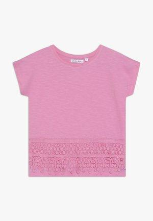 SMALL GIRLS - Triko spotiskem - fushia pink