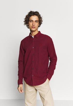 SLIM BURG SOLID - Shirt - burgundy