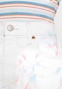 Abercrombie & Fitch - PRIDE CURVE LOVE MOM - Denim shorts - tie dye - 5