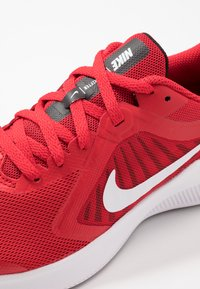 Nike Performance - DOWNSHIFTER 10 - Neutrale løbesko - university red/white/black - 2