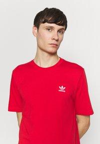 adidas Originals - ESSENTIAL TEE UNISEX - Basic T-shirt - lusred - 3