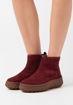 GROUND - Ankle boots - dark red