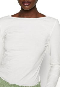 Zign - LONG SLEEVE WITH SCOOP BACK - Topper langermet - cloud dancer - 5