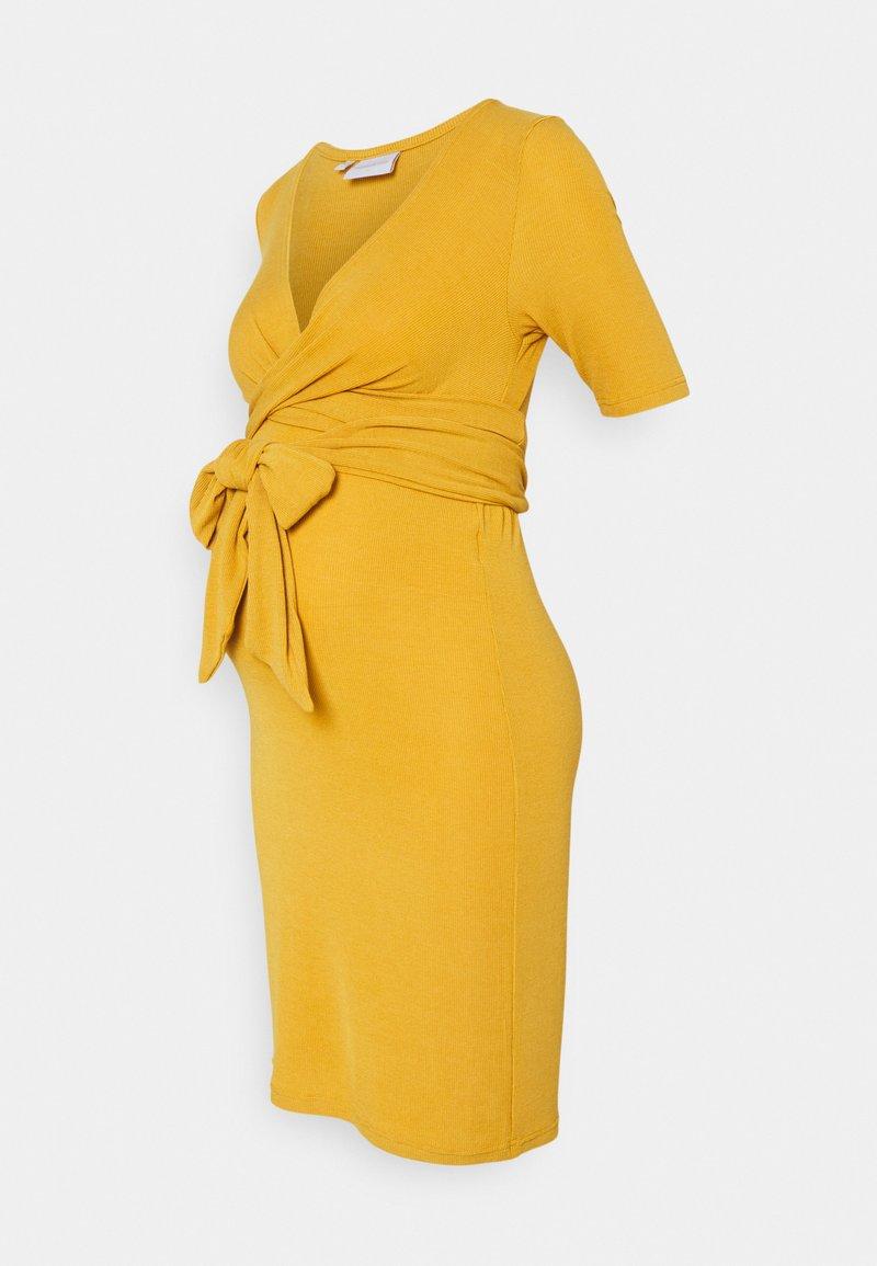 MAMALICIOUS - MLKOLETTE TESS - Žerzejové šaty - amber gold