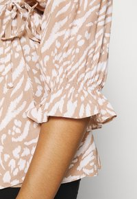 Forever New Curve - MARGOT CURVE PUFF SLEEVE WRAP - Blouse - natural mixed - 4