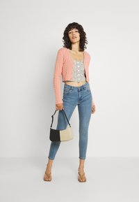 Cotton On - MID RISE CROPPED - Jeans Skinny Fit - jetty blue - 1