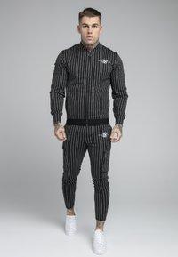 SIKSILK - DUAL STRIPE CARGO PANT - Kapsáče - black/white - 1