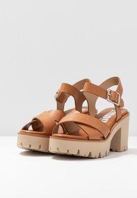 mtng - SABA - Sandály na vysokém podpatku - cognac - 4