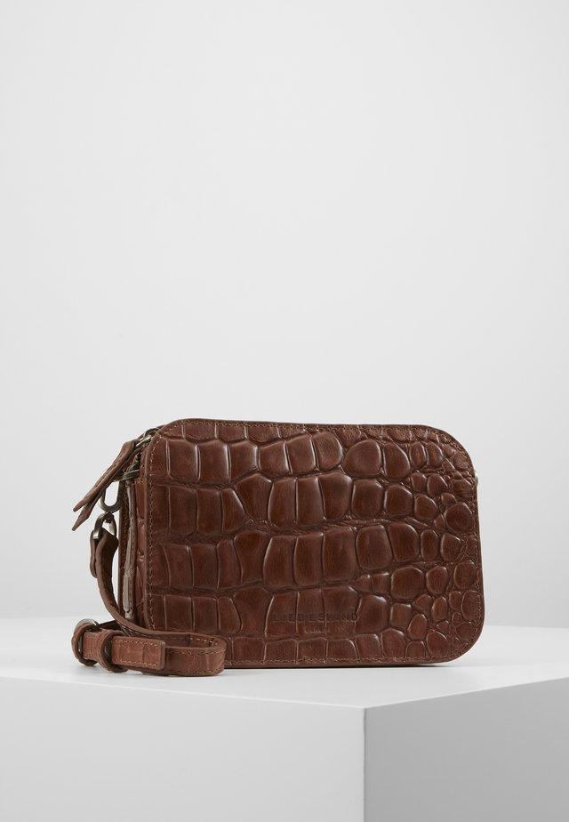 Bandolera - medium brown