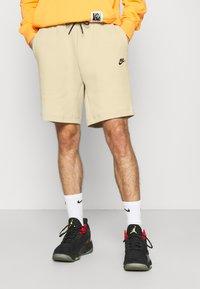 Nike Sportswear - Szorty - grain/black - 0