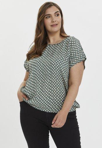 KCVICKY STANLEY - Print T-shirt - green petit fleur