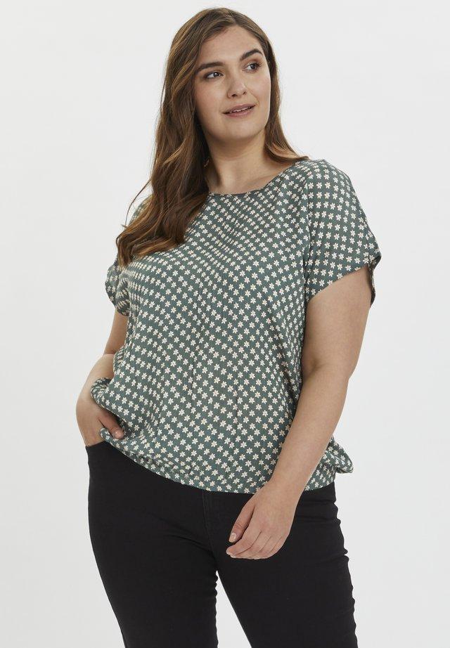 KCVICKY STANLEY - T-shirt imprimé - green petit fleur