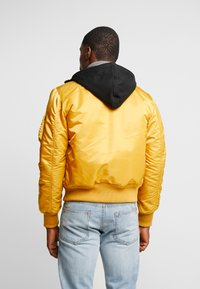 Alpha Industries - Bomber Jacket - wheat - 2