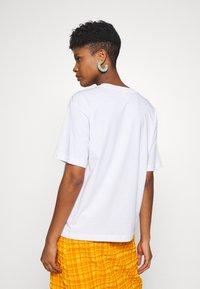 Monki - T-shirts med print - white - 2