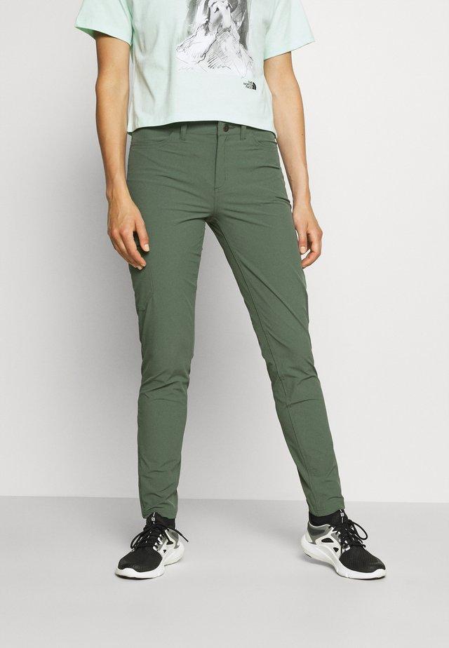 SKYLINE TRAVELER PANTS - Kalhoty - kale green