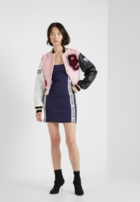 Opening Ceremony - LOGO MINI DRESS - Etuikjoler - collegiate navy - 1