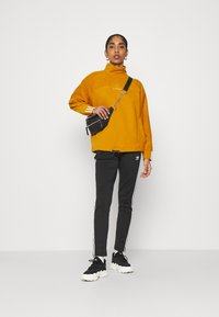 adidas Originals - SPORTS INSPIRED  - Sweatshirt - legacy gold - 1