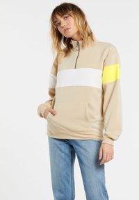 Volcom - SHORT STAXX PULLOVER - Sweatshirt - pale_khaki - 0