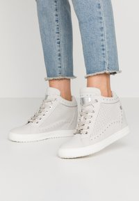 XTI - High-top trainers - hielo - 0