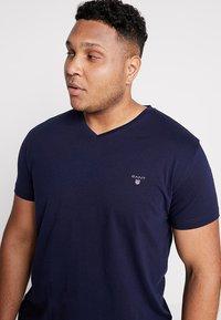 GANT - THE ORIGINAL SLIM V NECK  - T-shirt print - evining blue - 3