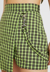 The Ragged Priest - CHECK WRAP OVER SKORT WITH STRAP - Shorts - lime/black - 4