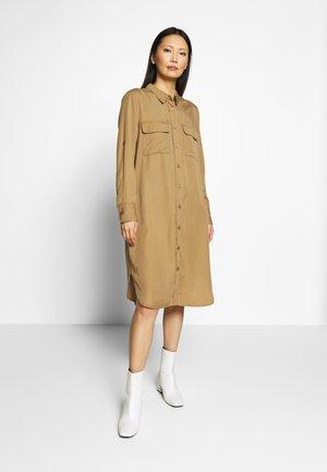BLEONA - Vestido camisero - chipmunk
