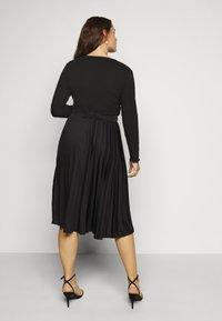 Dorothy Perkins Curve - CURVE PLEAT MIDI SKIRT - A-line skirt - black - 2