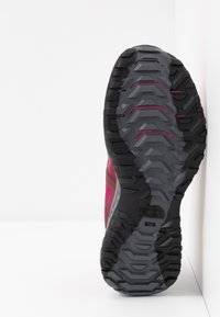 The North Face - ULTRA TRACTION - Zapatillas de trail running - pink/black - 4