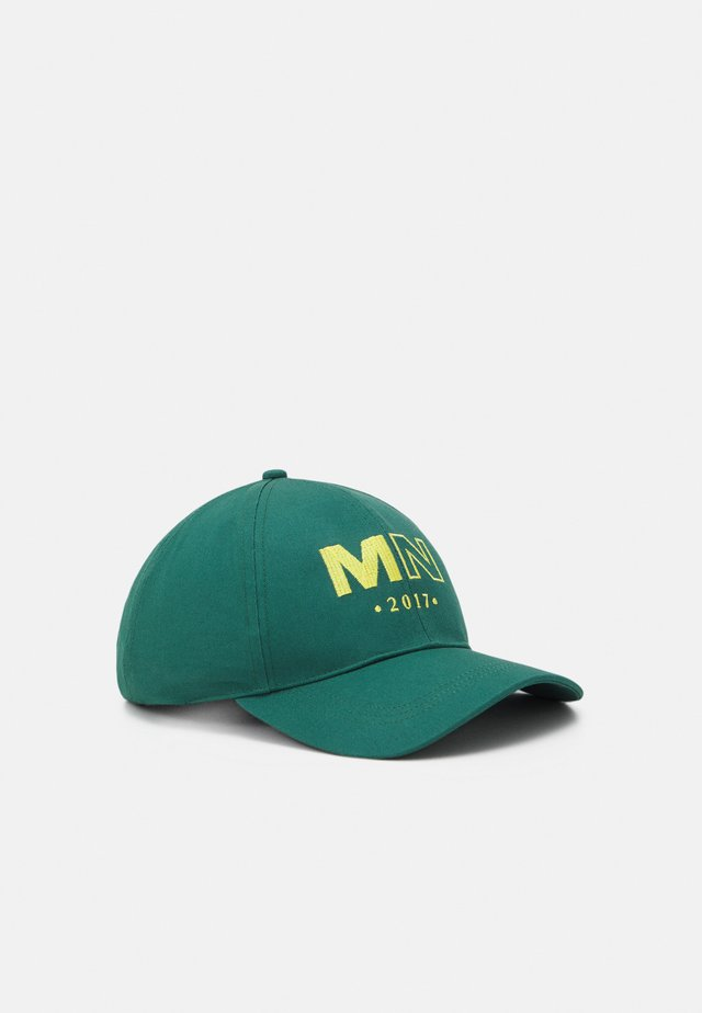 RAW EDGE DETAIL AND EMBROIDERED LOGO UNISEX - Cap - green