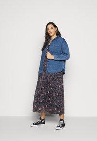 Vero Moda Curve - VMKAY SINGLET DRESS  - Robe longue - dark blue - 1
