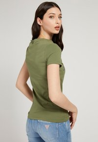 Guess - SELINA TEE - Print T-shirt - grün - 2