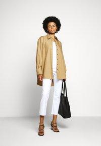 AG Jeans - ISABELLE - Slim fit jeans - retro white - 1