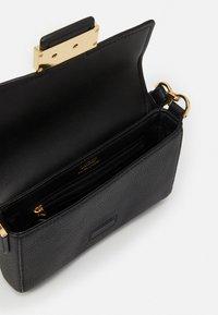 Lauren Ralph Lauren - CLASSIC PEBBLE SPENCER - Handbag - black - 4