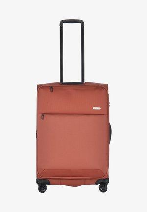 Wheeled suitcase - hotsauce